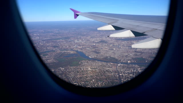 aerial view of central london and the river thames taken from airplane with wing, uk - london bridge inghilterra video stock e b–roll
