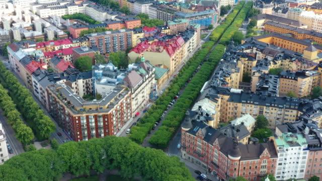 flygfoto över centrala stockholm, flerbostadshus, gröna gator - sweden map bildbanksvideor och videomaterial från bakom kulisserna