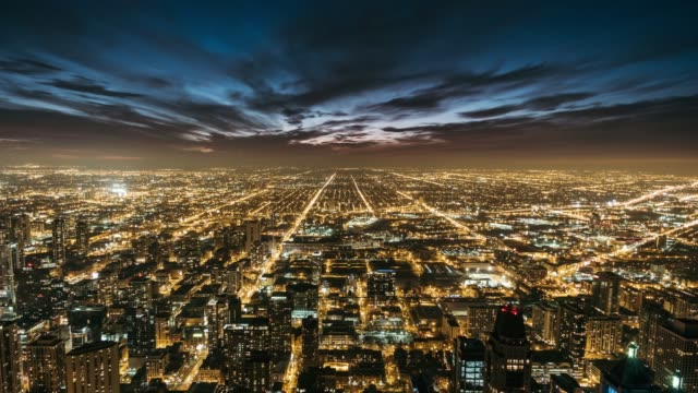 t/l aerial view of chicago skyline at night - luce stradale video stock e b–roll