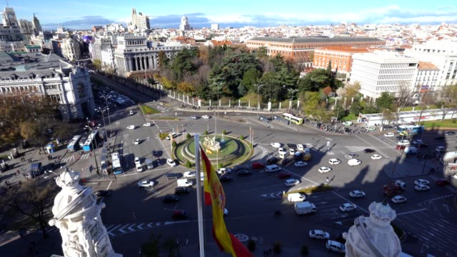 aerial view of cibeles fountain at plaza de cibeles in madrid in a sunny day - madrid video stock e b–roll