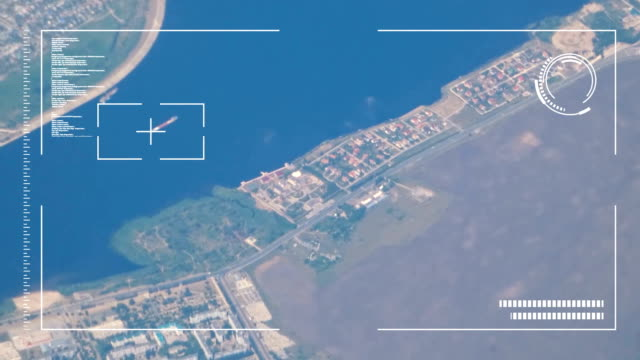 アニメーションのインターフェイスが付いている都市の空撮 - 方向点の映像素材/bロール