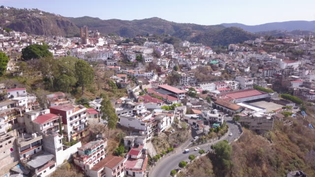 aerial view of colonial homes in taxco, guerrero, mexico - guerrero video stock e b–roll