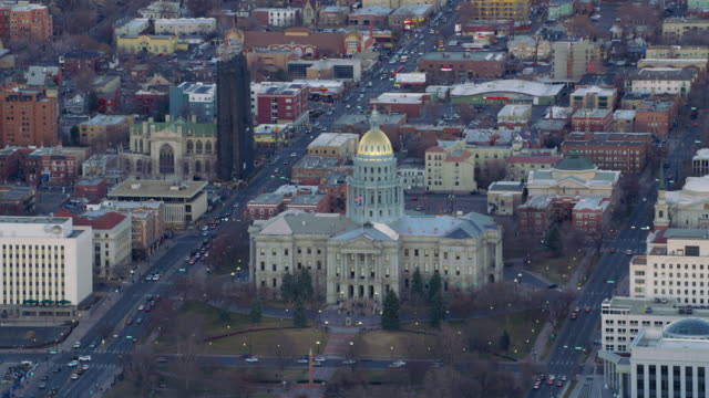 aerial view of colorado state capitol building and city of denver - capitello video stock e b–roll