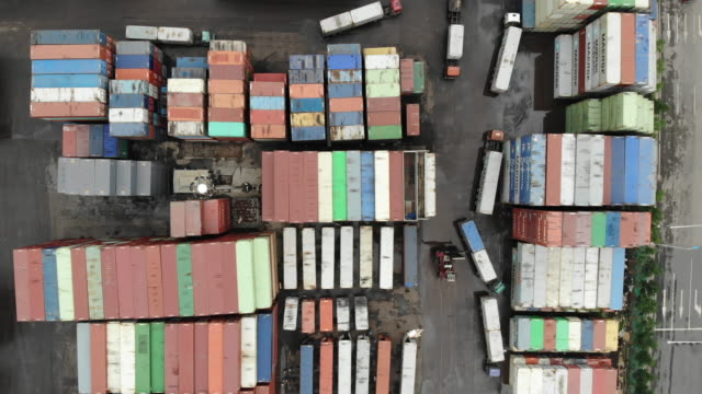 vídeos de stock e filmes b-roll de aerial view of container port - evolução