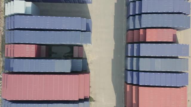 flygvy över containrar - biltransporttrailer bildbanksvideor och videomaterial från bakom kulisserna
