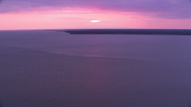 aerial view of cook inlet anchorage, alaska at sunset. - alaska stato usa video stock e b–roll