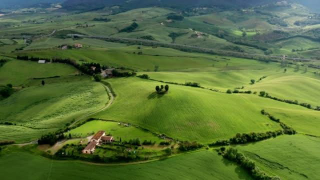 aerial view of country landscape in chianti region, tuscany, italy - kultura włoska filmów i materiałów b-roll