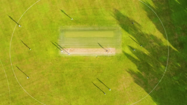 vídeos y material grabado en eventos de stock de vista aérea del campo de cricket. - críquet