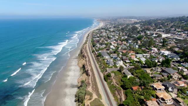 vidéos et rushes de vue aérienne de la côte et de la plage de del mar. - californie du sud