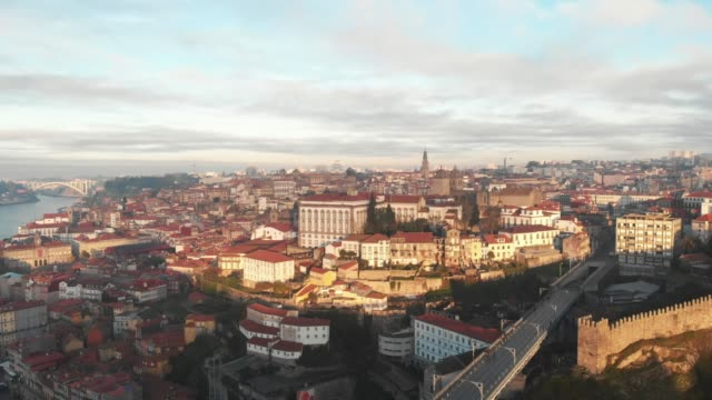 aerial view of dom luis i bridge and city of porto during sunset/sunrise - lisbona video stock e b–roll