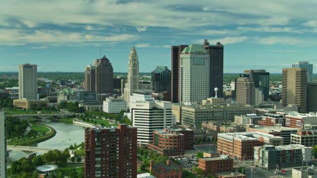 brewery district over from downtown columbus havadan görünümü - columbus day stok videoları ve detay görüntü çekimi