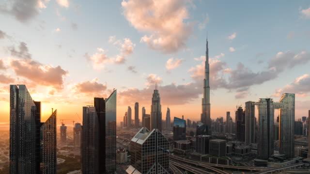 t/l flygfoto över dubai skyline vid soluppgången / dubai, uae - skyline bildbanksvideor och videomaterial från bakom kulisserna