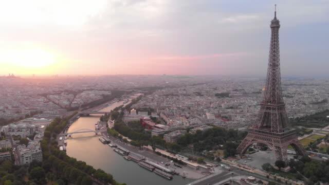 vidéos et rushes de vue aérienne de la tour eiffel - tour eiffel