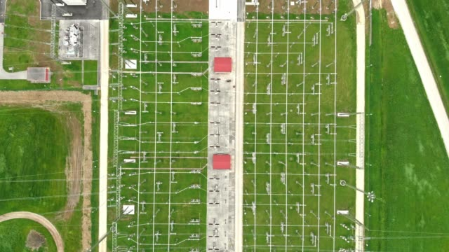 aerial view of electrical transmission lines in electrical substation - sottostazione elettrica video stock e b–roll