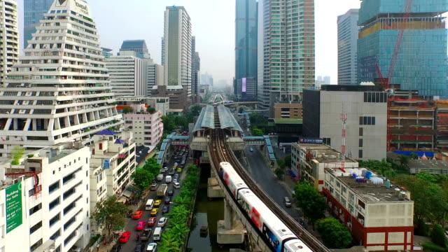 aerial view of elevated train in bangkok city - bangkok stok videoları ve detay görüntü çekimi