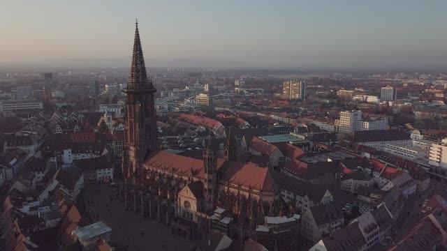 stockvideo's en b-roll-footage met luchtfoto van feiburg, duitsland - twilight