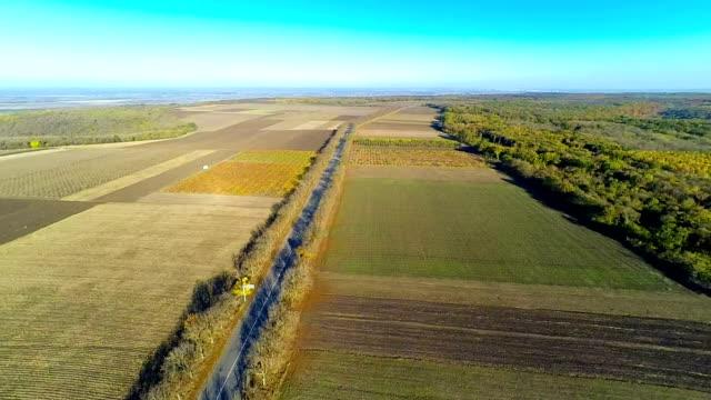 veduta aerea di campo e road - dow jones industrial average video stock e b–roll