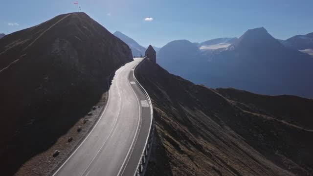 aerial view of fuscher torl pass on grossglockner scenic high alpine road, austria - passo montano video stock e b–roll