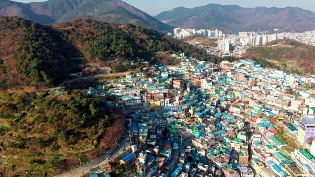 釜山の甘川文化村の空撮 - street graffiti点の映像素材/bロール