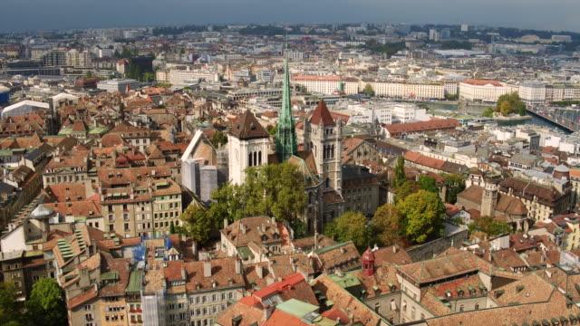 vídeos de stock e filmes b-roll de vista aérea da cidade de genebra, suíça - suíça
