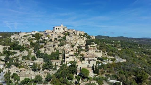 vidéos et rushes de vue aérienne du plus beau village de la vallée de gordes luberon - aix en provence