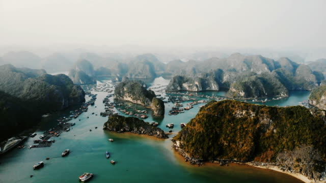 aerial view of halong bay in vietnam - obiekt światowego dziedzictwa unesco filmów i materiałów b-roll