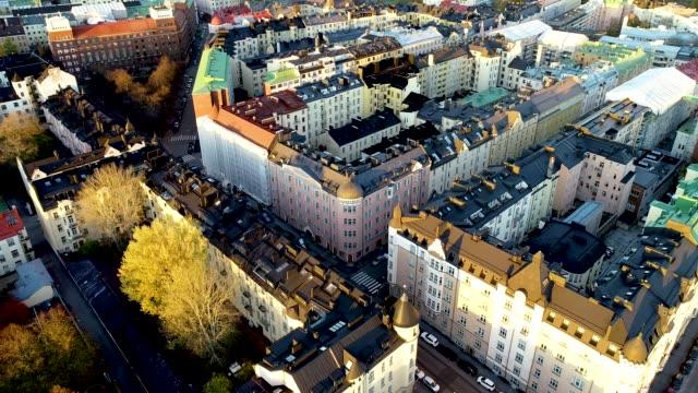 flygfoto över helsingfors på hösten. färgglada byggnader och tak. flygande över husen. helsingfors, finland. - drone helsinki bildbanksvideor och videomaterial från bakom kulisserna