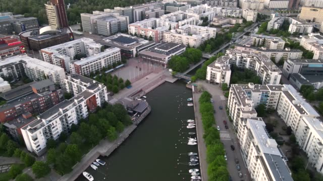flygfoto över helsingfors stad. drönare som flyger över helsingfors stad och byggnader. - drone helsinki bildbanksvideor och videomaterial från bakom kulisserna