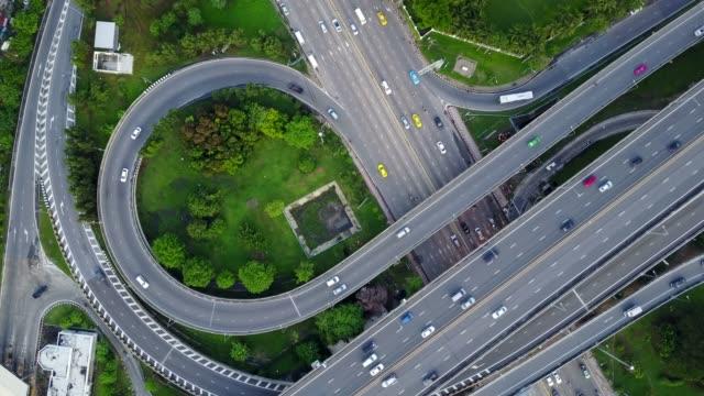 aerial view of highway road interchange with busy urban traffic speeding on the road - estakada skrzyżowanie dróg filmów i materiałów b-roll
