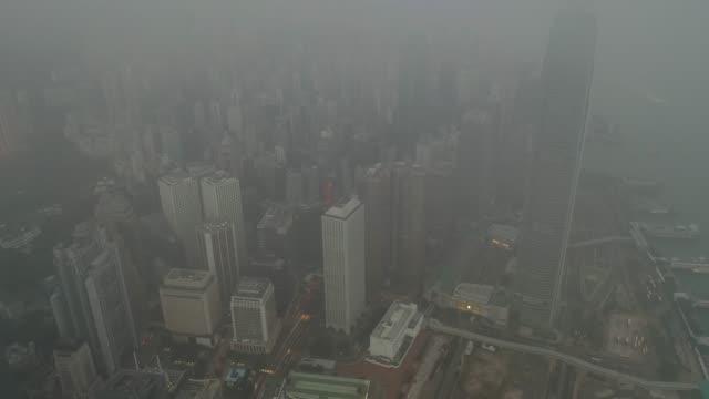 stockvideo's en b-roll-footage met luchtfoto van hong kong skyline in sunrise - luchtvervuiling