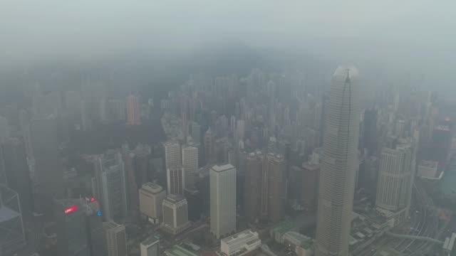 aerial view of hong kong skyline in sunrise - смог над городом стоковые видео и кадры b-roll