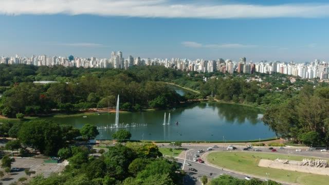 veduta aerea del lago parco ibirapuera a san paolo - são paulo video stock e b–roll