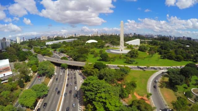hava görünümünü ibirapuera, sao paulo, brezilya - obelisk stok videoları ve detay görüntü çekimi