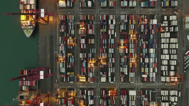 工業港口鳥瞰圖,香港庫存集裝箱船 - 航拍 個影片檔及 b 捲影像