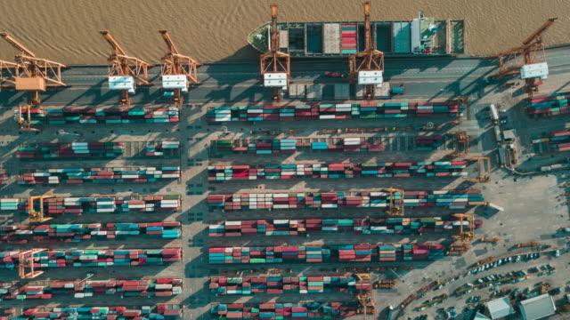 vídeos de stock e filmes b-roll de aerial view of industrial port with containers,hyperlapse - engradado