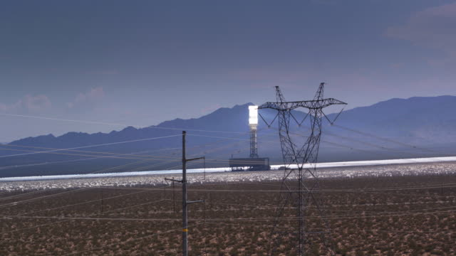 aerial view of ivanpah solar facility with crisscrossing power lines - centrale termoelettrica video stock e b–roll