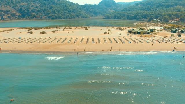 aerial view of iztuzu beach - turtle beach - турция стоковые видео и кадры b-roll