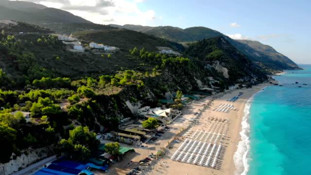 flygfoto över kathisma beach, lefkada, joniska öarna, grekland. - grekland bildbanksvideor och videomaterial från bakom kulisserna