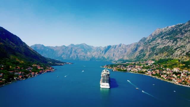 stockvideo's en b-roll-footage met luchtfoto van kotor, montenegro - cruise