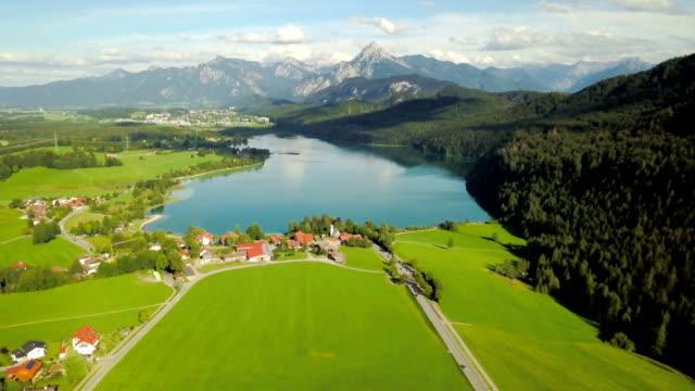 aerial view of lake weissensee in summer season - carinthia - stato federato del tirolo video stock e b–roll