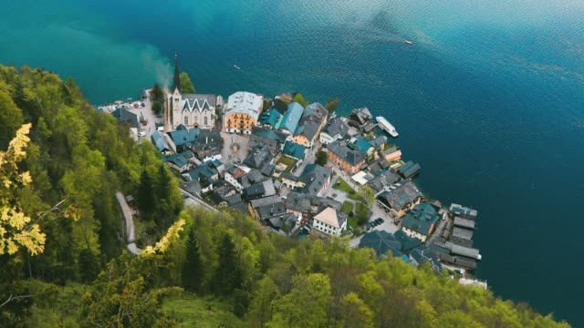 aerial view of lakeside village of hallstatt in austria - postcard стоковые видео и кадры b-roll