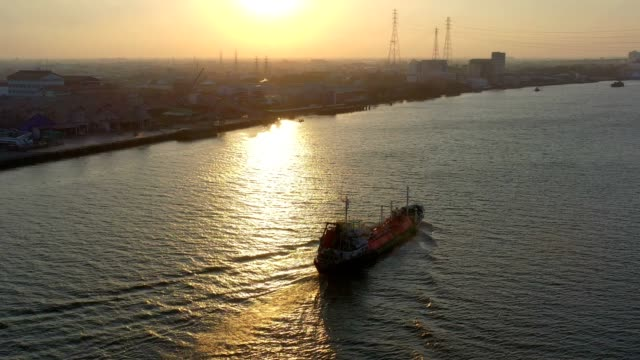 aerial view of liquefied natural gas lng carrier ship with tanks at sunset - nave cisterna video stock e b–roll