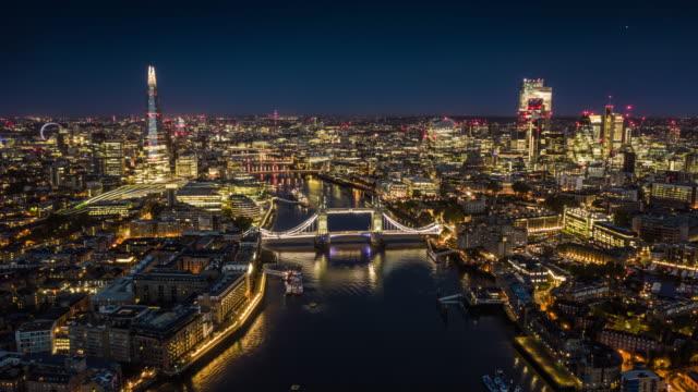 vídeos y material grabado en eventos de stock de vista aérea del horizonte de londres - hyperlapse - london