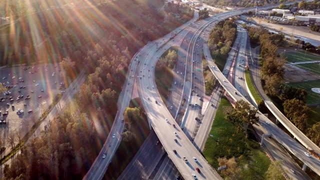 flygfoto över los angeles freeway och glendale - hollywood sign bildbanksvideor och videomaterial från bakom kulisserna