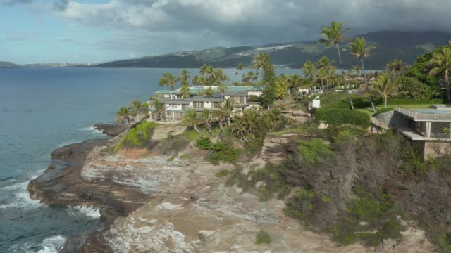 Aerial view of luxury housing at Portlock spitting cave near Waikiki on Oahu - video