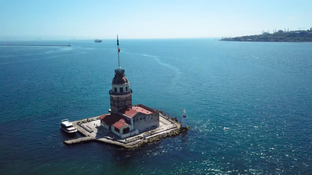 stockvideo's en b-roll-footage met luchtfoto van maiden's tower - avondklok
