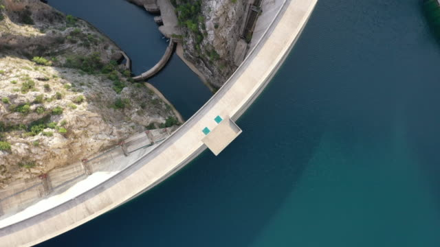 aerial view of manavgat dam - energia rinnovabile video stock e b–roll