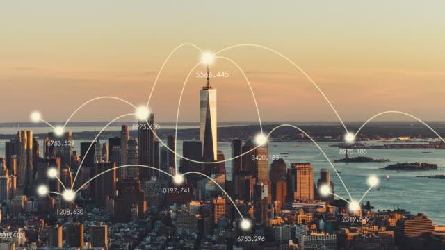 t/l ws zi aerial view of manhattan skyline at sunset - smart city stock-videos und b-roll-filmmaterial
