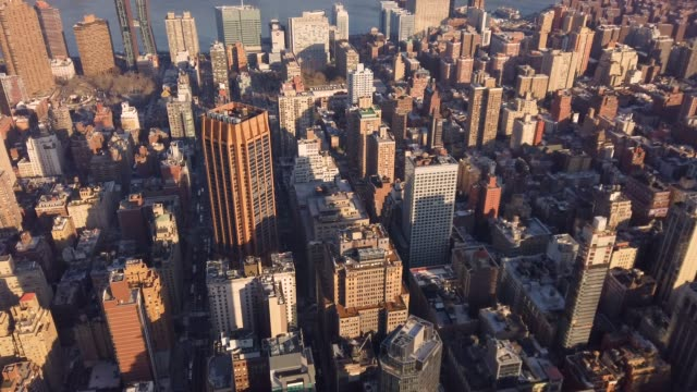 aerial view of manhattan - città diffusa video stock e b–roll