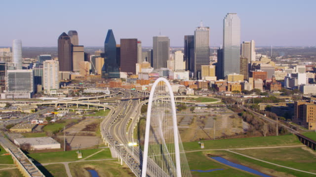 stockvideo's en b-roll-footage met luchtfoto van de margitbrug hunt hill - texas